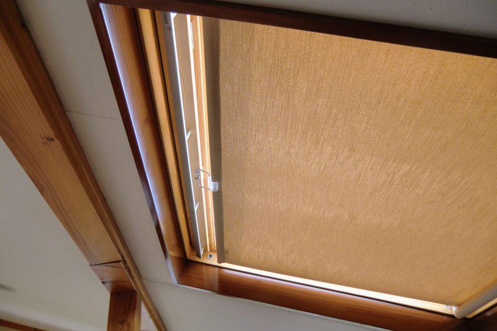 天窓の日射し対策-ロールスクリーン-町田市-自社施工-施工事例