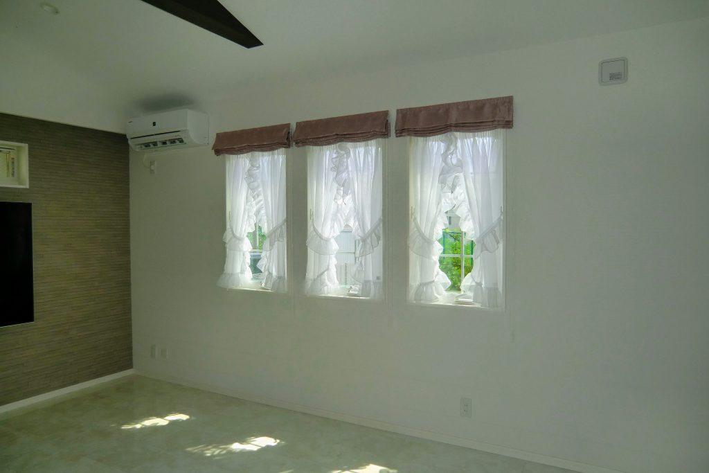オーダーカーテン-ローマンシェード-フリル-ギャザー-小窓-町田市