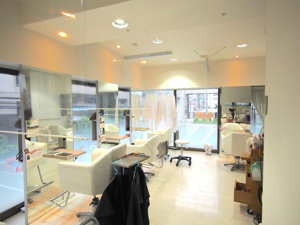 コロナ対策-美容院-透明ロールスクリーン-ビニール-事例