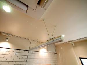 コロナ対策-美容院-透明ロールスクリーン -ビニール-施工事例