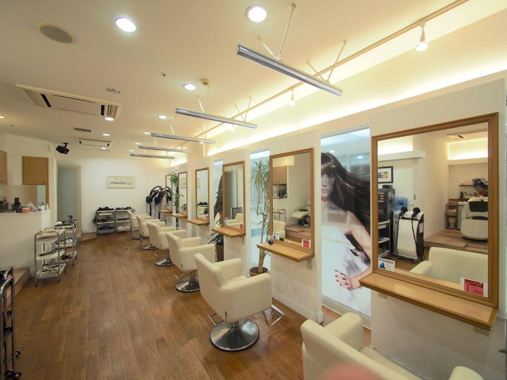 コロナ感染症対策-透明ロールスクリーン-美容院-事例-横浜市