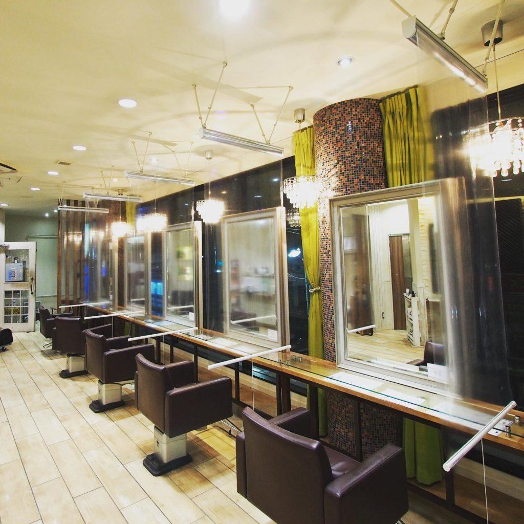 【コロナ感染症対策】透明ロールスクリーン  美容院
