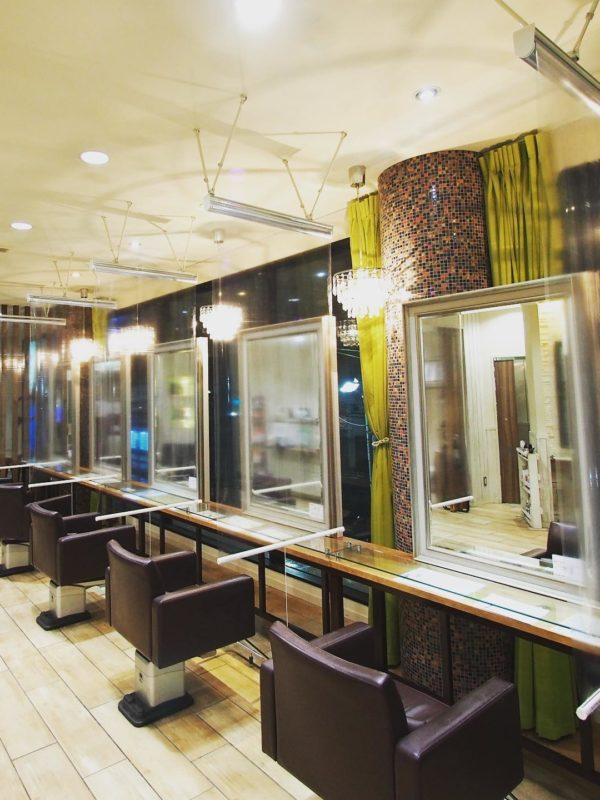 美容室 Neolive 【コロナ感染症対策】透明ロールスクリーン