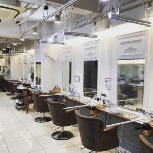【コロナ感染症対策】透明ロールスクリーン  美容院 施工画像