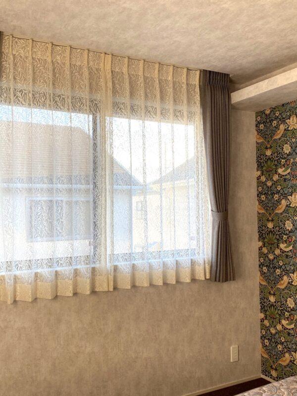 町田市 O様 ウィリアムモリスの壁紙とカーテンでつくる寝室