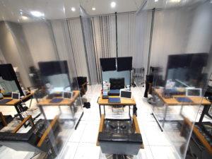 03-森の風施工事例-透明ロールスクリーン-飛沫感染対策-美容院-ロールスクリーン