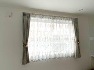 オーダーカーテン-綾瀬市-ドーレプ-レース-刺繍-タッセル-腰高窓