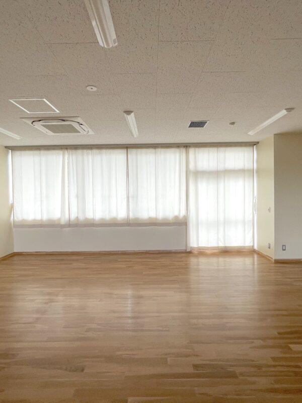 町田市立第一中学校の教室にカーテンを納入させていただきました。