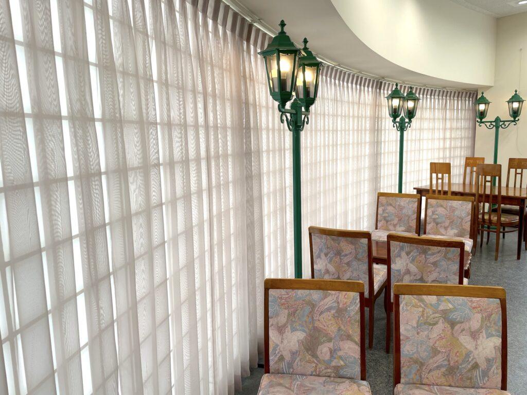 東京町田学園-町田デザイン専門学校-レースカーテン-オーダーカーテン-内装工事-グレージュ-02
