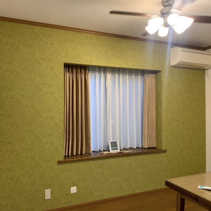 町田市 H様 リビングの出窓カーテンを新しく、一緒にアクセントクロスも貼り替え
